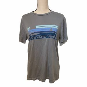 Vineyard Vines grey island t shirt size medium.